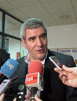 Julio Villarrubia, secretario general del PSCL.