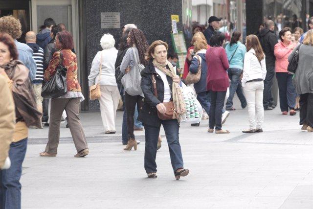 Gente, consumidores, compras
