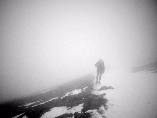 Excursionista excursión montaña nieve montañero invierno