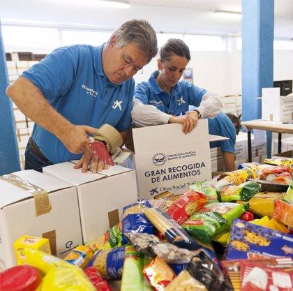 Clientes y empleados de La Caixa en Valencia recogen más de 15 toneladas de alimentos para los más necesitados