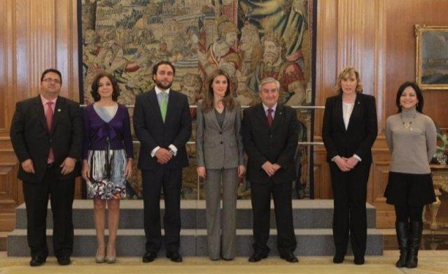 Imagen de la Princesa de Asturias con miembros de FEDER, ASEM y Fundación Gemio