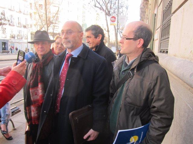 Representantes sindicales a la salidad de la Mesa Sectorial