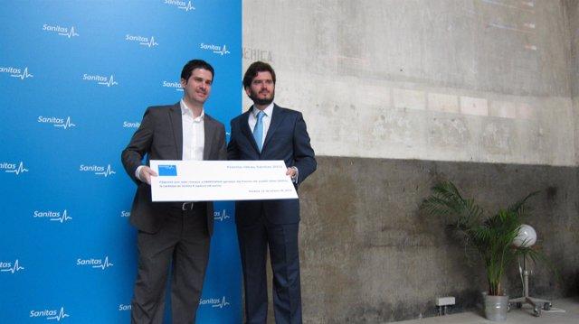 Jaureguizar entrega el premio Sanitas al doctor Vañó, creador de 'Dermomap'
