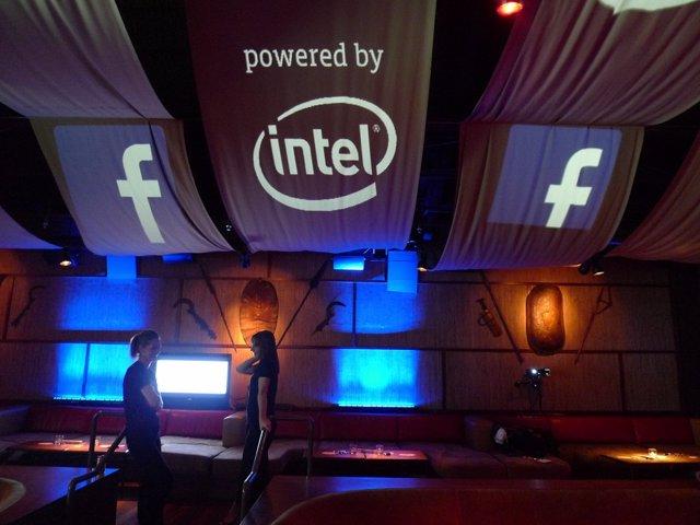 Facebook e Intel