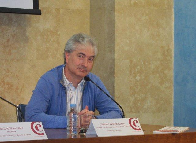 El Vicedirector Del Centro De Investigación Del Cáncer, Atanasio Pandiella.