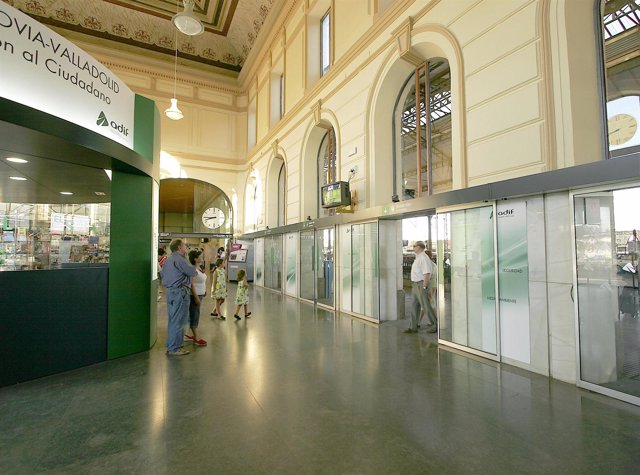 Vista interior de una estación de tren de Castilla y León