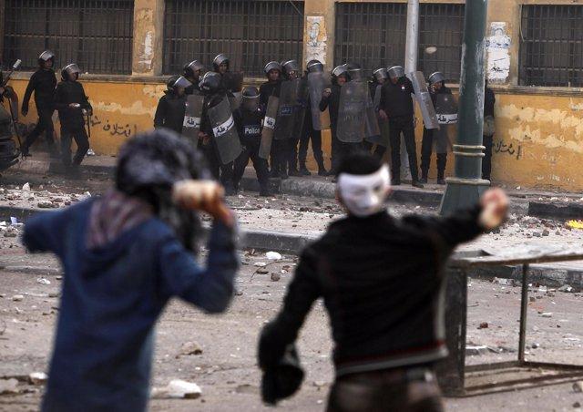 Enfrentamientos entre la policía y los manifestantes en Egipto