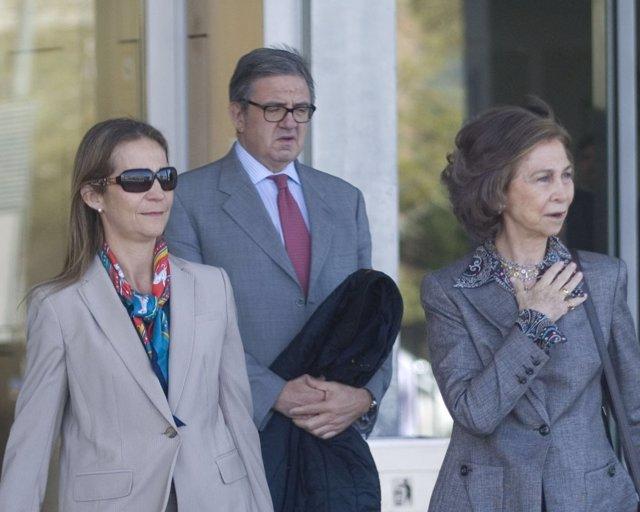 Carlos García Revenga con la Reina y la Infanta Elena