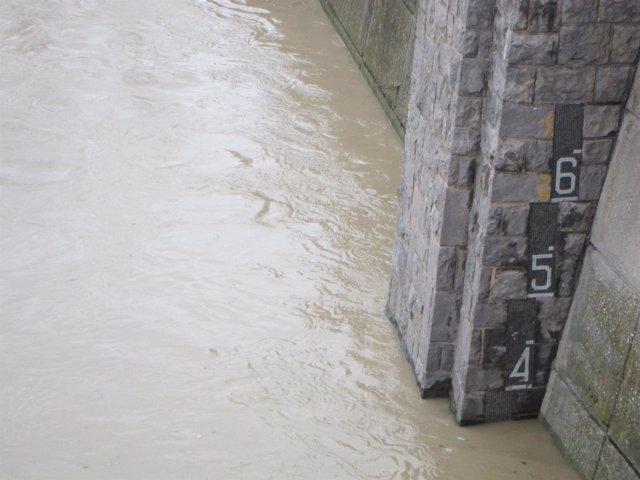 El Ebro, a su paso por Zaragoza, superaba los 3 metros
