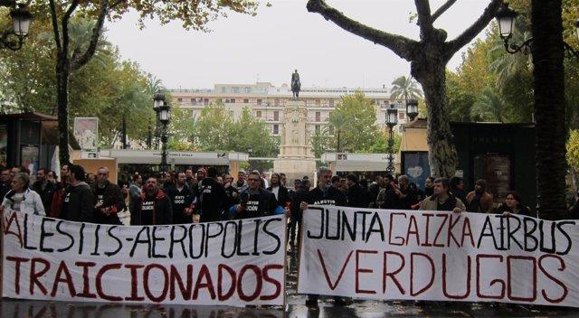 Concentración de trabajadores de Alestis en Sevilla