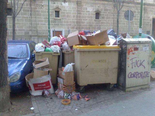 Basura acumulada en la segunda jornada de huelga de Lipasam