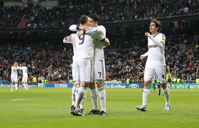 Celebración gol Real Madrid Benzema Cristiano Ronaldo Kaká