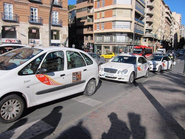 Imagen de una manifestación de taxis en Murcia