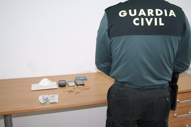 Drogas, joyas y dinero en efectivo incautado por la Guardia Civil.