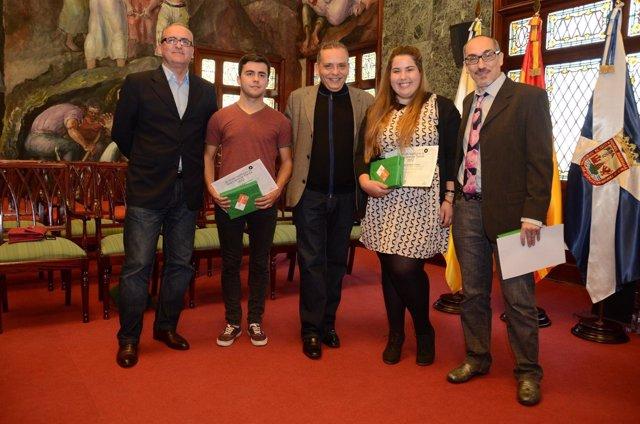 Medina (en el centro) con los ganadores