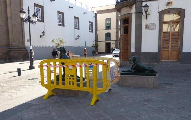 Escultura de perros en Las Palmas de Gran Canaria