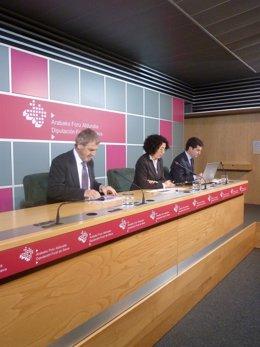 Alicia Ruiz de Infante presenta el Plan de Transporte de Álava.