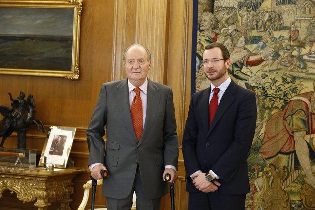 El Rey Don Juan Carlos y Javier Maroto.