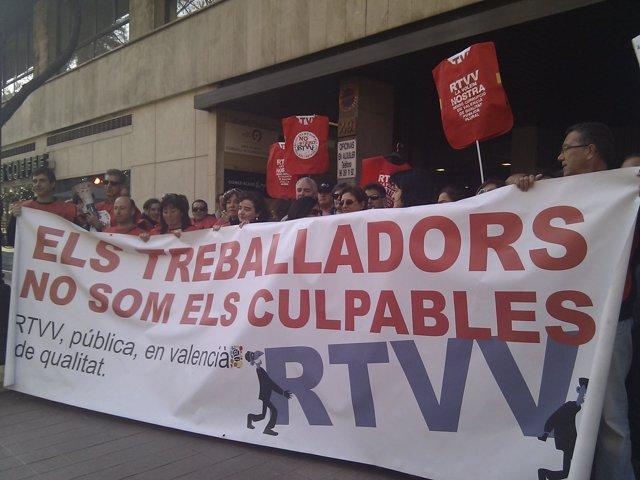 Trabajadores De RTVV Se Concentran Ante La Sede Del Consejo De Administración.