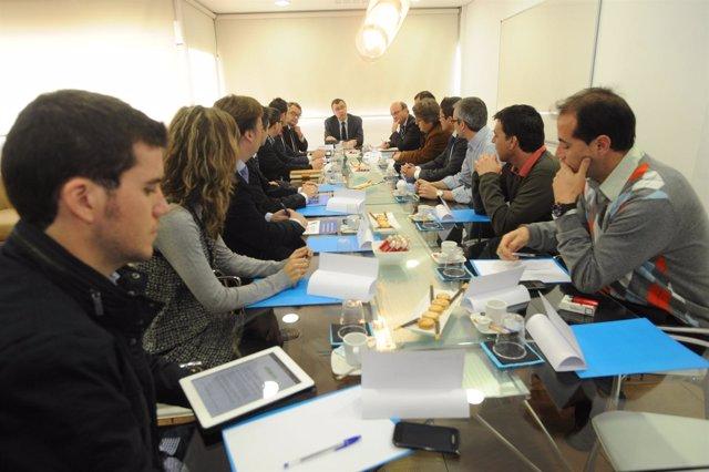 Eunión en el CEEIM del consejero Ballesta con emprendedores