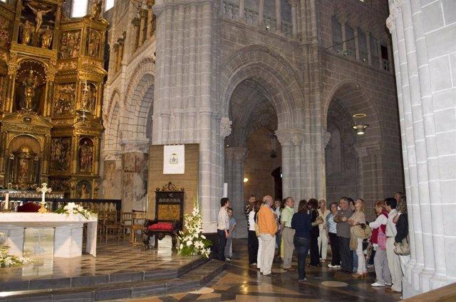 Un grupo de visitantes en la Catedral de Tarazona