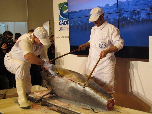 Cádiz presenta el ronqueo del atún en Fitur