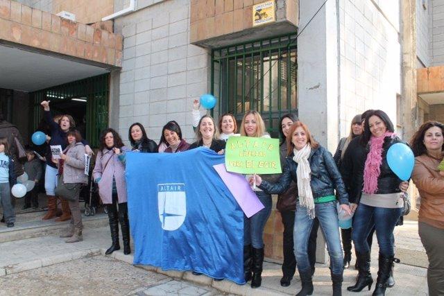Madres del colegio 'Altair' de Sevilla defienden la educación diferenciada