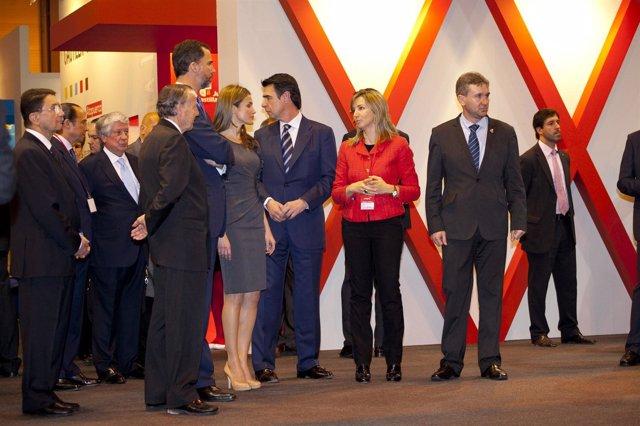 La consejera de Cultura, junto a los Príncipes de Asturias y José Manuel Soria