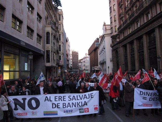 Protesta a las puertas de Bankia