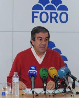 Francisco Álvarez-Cascos en rueda de prensa.