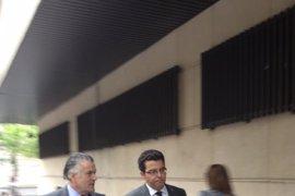 AMP.- La Fiscalía rechaza de momento que el juez Ruz investigue los presuntos sobresueldos en el PP