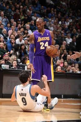 Kobe Bryant, Los Angeles Lakers, y Ricky Rubio, Minnesota Timberwolves
