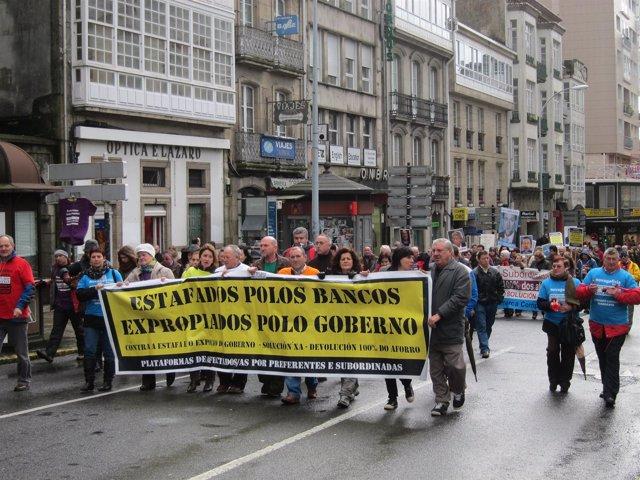 Manifestación en Santiago de afectados por las preferentes