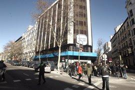 La Policía corta el tráfico en la calle Génova para impedir las protestas ante la sede del PP