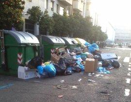 Los servicios de limpieza en Sevilla denuncian el uso de servicio mecanizado para recoger basura