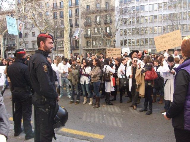 Protesta ante las puertas del ICS por las nuevas condiciones laborales