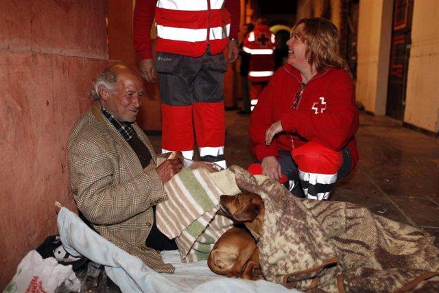 Cruz Roja atiende a personas sin hogar
