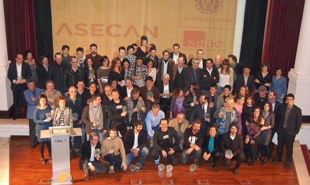 Foto de familia con los galardonados en los Premios Asecan-SGAE 2013