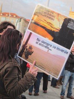 Pancarta De Protesta Contra La Ubicación Del Centro Botín En El Muelle Albareda