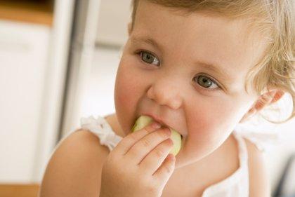 Consejos útiles para que tu bebé aprenda a comer sólido