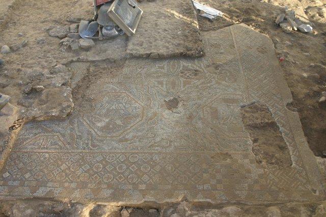 Un fragmento de mosaico de las villa romana descubierta bajo La Sagrera