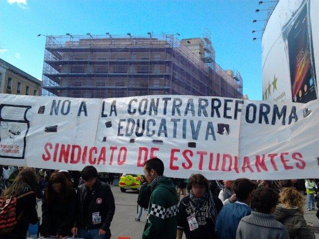 Cartel de la manifestación de estudiantes de secundaria contra la LOMCE