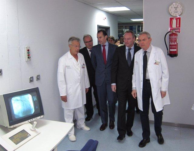 Alberto Fabra y Manuel Llombart en su visita al Hospital General de Alicante