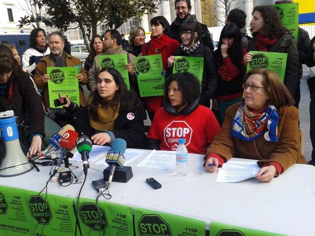 Miembros de la PAH y del 15M exigen que se acepte la dación en pago
