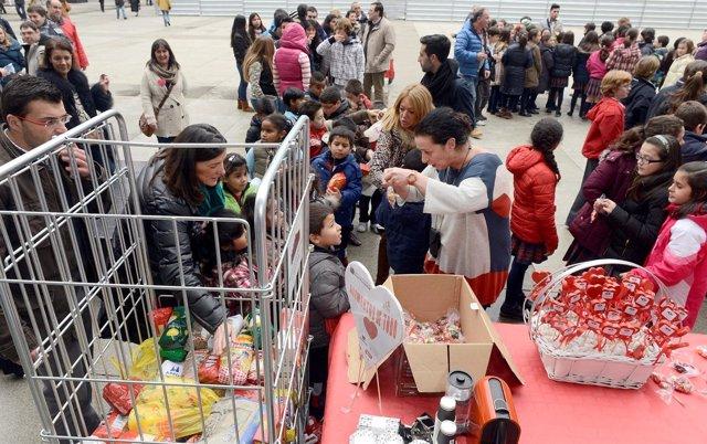 Escolares y vecinos entregan m s de 800 kilos de alimentos - Cocina economica santander ...