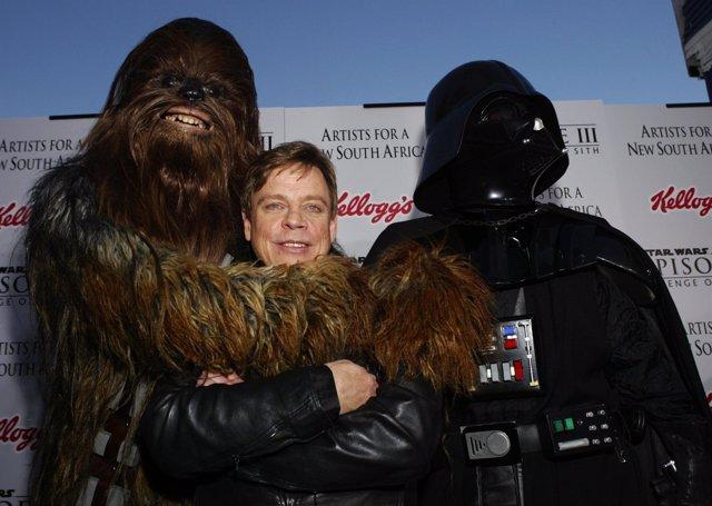 Mark Hamill con Chewbacca y Darth Vader Star Wars