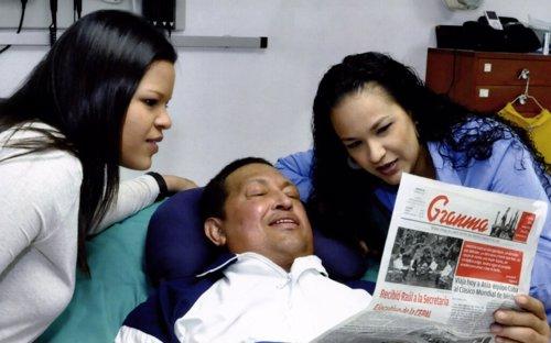Hugo Chávez con sus hijas