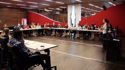 Voluntarios de empresas dan sesiones de 'coaching' a 50 jóvenes desempleados para promover su integración social