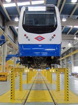 Tren de metro en las cocheras
