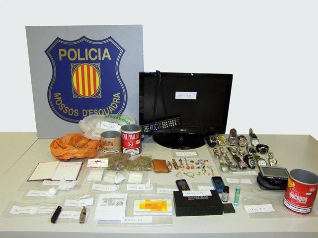 Droga y objetos intervenidos en un piso de Deltebre